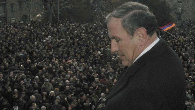 Экс-президент Армении Левон Тер-Петросян на митинге в Армении в феврале 2008 года