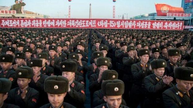 قدرت کره شمالی غیرمنطقی است و با وجود اعتمادی که اخیرا به عنوان یک کشور دارای تسلیحات هستهای پیدا کرده، همچنان یک کشور ضعیف که صرف ادامه بقا تمام ذهنش را به خود مشغول داشته، باقی مانده است