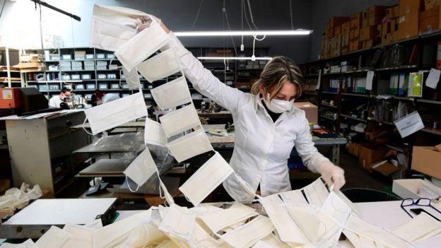 意大利一家口罩工厂