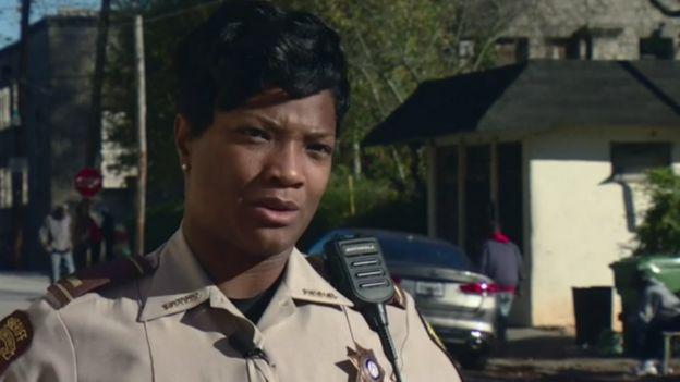 Teniente Shavonne Edwards, de la oficina del sheriff del Condado de Fulton.