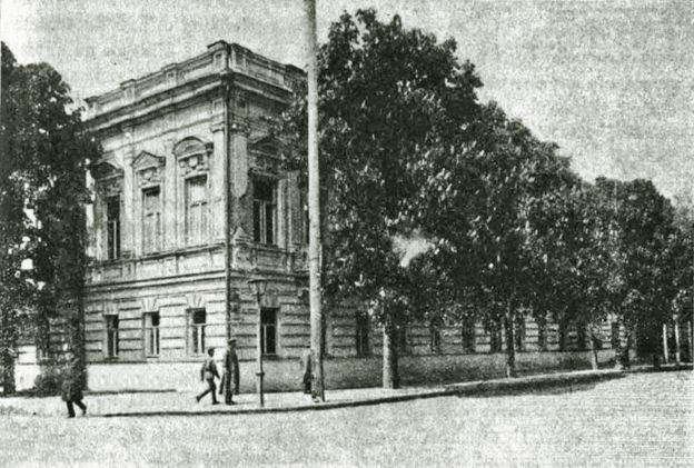 Будинок МВС на розі сучасних вулиць Інститутської і Шовковичної, в якому оселився П. Скоропадський в ніч на 30 квітня. Будинок не зберігся.