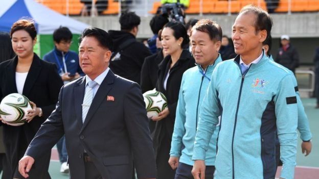 South Korea's Gangwon province governor Choi Moon-soon (R) and North Korea's chief delegator Mun Ung (2nd L)
