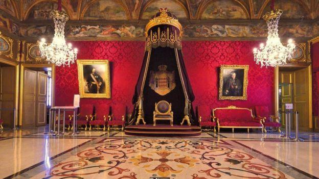 Um trono real