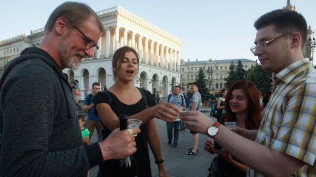 Ucranianos celebran la noticia de que Babchenko está con vida