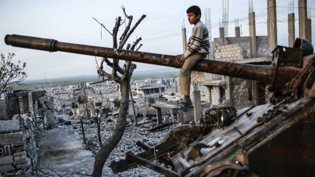در جریان جنگ داخلی سوریه که از سال ۲۰۱۱ میلادی آغاز شده، بیش از ۳۶۰ هزار تن کشته و میلیونها نفر آواره شدهاند