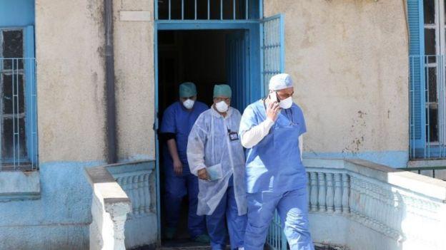أطباء في الجزائر