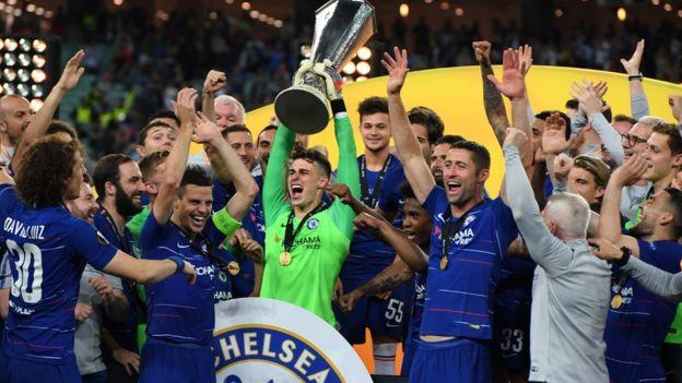 Avrupa Ligi finalinde kupayı kaldıran Chelsea takımı.