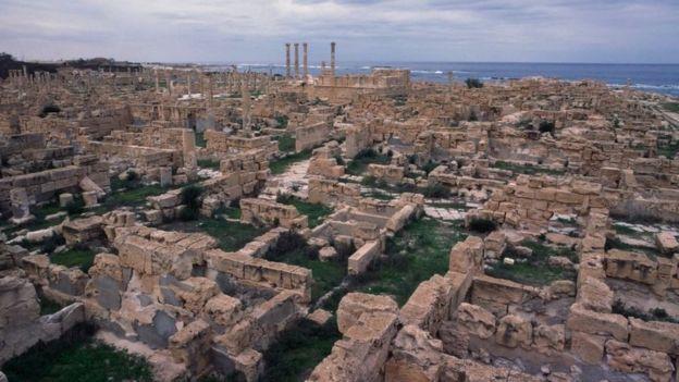 صبراتة في ليبيا من المواقع الأثرية المعرضة إلى التهديد.