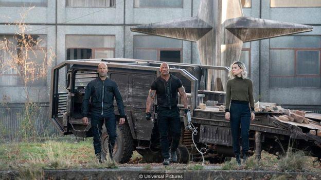 Jason Statham, Dwayne Johnson, dan Vanessa Kirby dalam film Hobbs & Shaw.