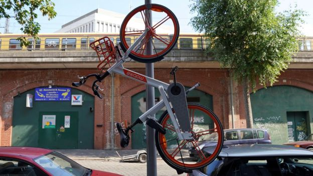 A Mobike hanging from a lamp-post in Berlin