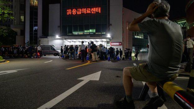 Media and spectators gather outside the Seoul National University hospital on Jul 9, 2020,