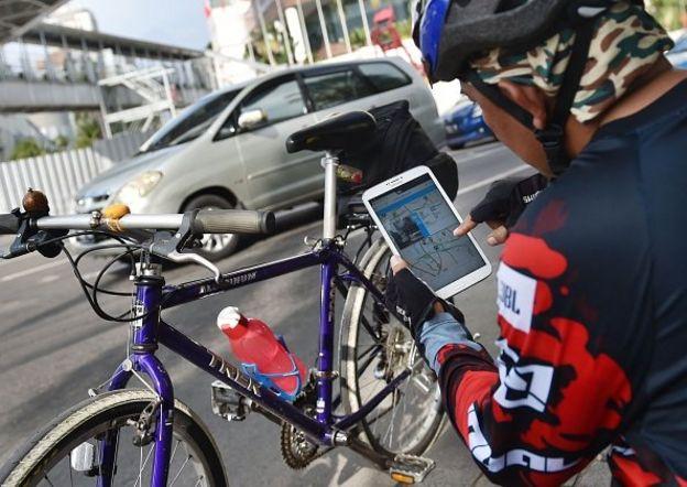 sepeda, internet, tablet