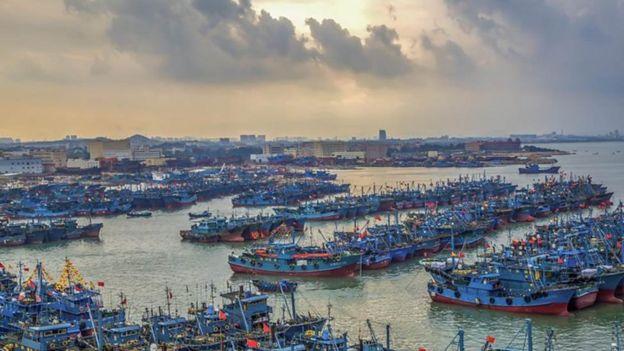 Giới chỉ trích nói Trung Quốc dùng ngư dân cho mục đích tuyên bố chủ quyền.