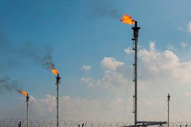 در ماه ژوئن ۲۰۱۸، عراق بررسی و توسعه چندین میدان نفتی نزدیک مرز ایران را به شرکت الهلال امارات متحده عربی واگذار کرد