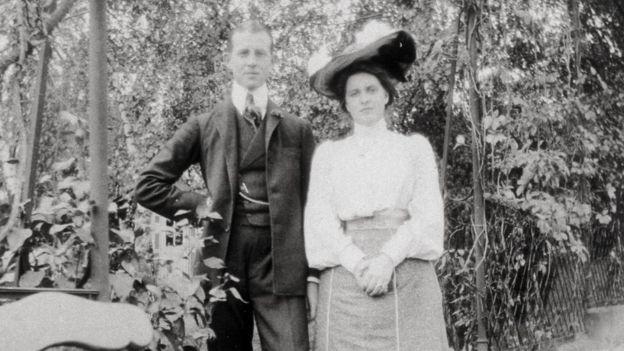 El príncipe Andrés y la princesa Alicia de Grecia y Dinamarca recién casados