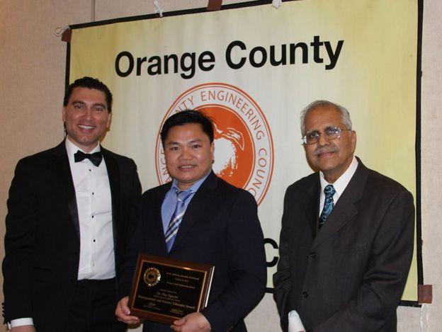 GS Nguyễn Đình Phú nhận giải thưởng của Hội đồng kỹ sư Quận Cam, California hôm 16 tháng Hai, 2019