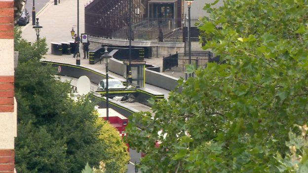پلیس لندن: کوبیدن اتومبیل به حفاظ پارلمان حمله تروریستی بوده است
