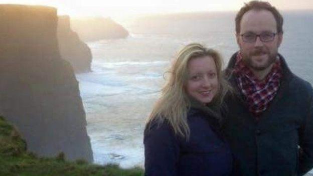 Foto de Sarah-May con su prometido