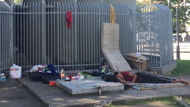 Morador de rua instalado na Glória, no Rio