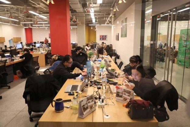 中國互聯網發展迅速,但加班也因此成為很多公司的常態。