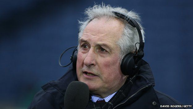O'r Cae i'r pwynt sylwebu, mae Gareth bellach yn rhan o dimau sylwebu'r BBC ac S4C. Gareth now works as a pundit for both the BBC and S4C
