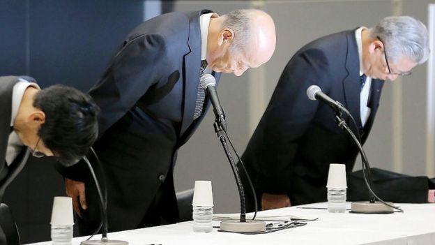 Tadaşii İşii, Japonya'nın en büyük reklam şirketinin patronu, 2016 Aralık ayındaki basın konferansında.