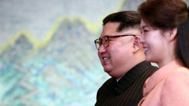 """Ким Чен Ын и """"Уважаемая первая леди"""""""