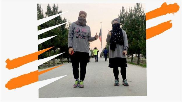 Zeinab com a parceira de corrida