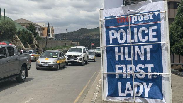 Titular de un periódico en Lesoto