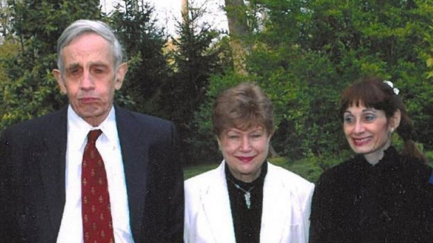 John Nash, Alicia Lardé y Debra Wentz