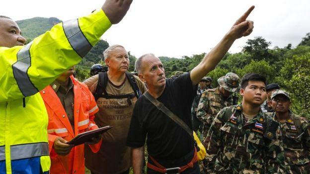 Верн Ансуорт с таиландскими спасателями