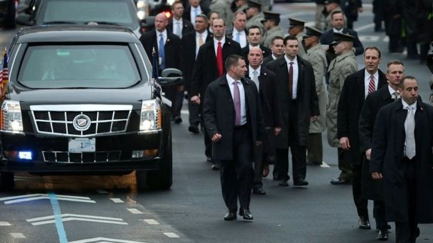 مرافقون للرئيس الأمريكي دونالد ترامب