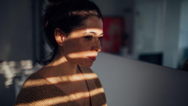 Incluso si los nuevos ensayos clínicos confirman que las sustancias psicodélicas pueden ser eficaces en el tratamiento de la depresión, según Carhart-Harris, como medicación no podrían ser para cualquier paciente. Foto: ALEKSANDARNAKIC / GETTY IMAGES