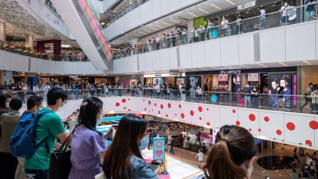 Người phản đối ở một siêu thị tại Hong Kong ngày 29/5