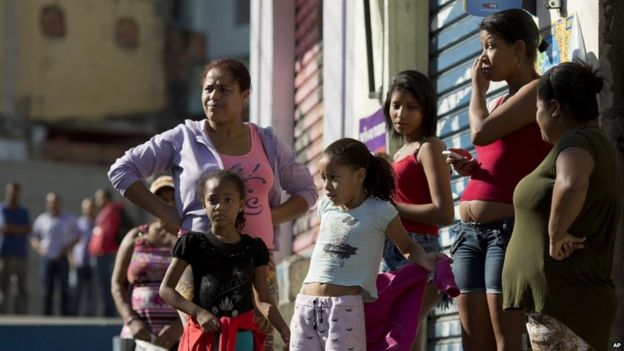 Residents in Osasco opposite bar where 10 people were killed on 13 August 2015