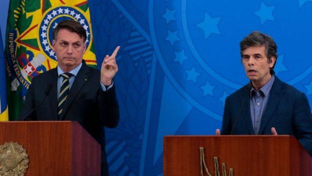 Bolsonaro e Teich nos parlatórios, em coletiva de imprensa