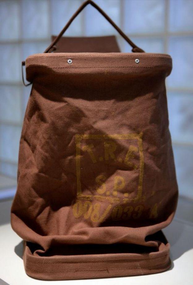 Urna de lona usada pela Justiça Eleitoral brasileira