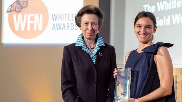 Princesa Ana de Inglaterra e Ilena Zanella durante la ceremonia de entregag de los premios Whitley