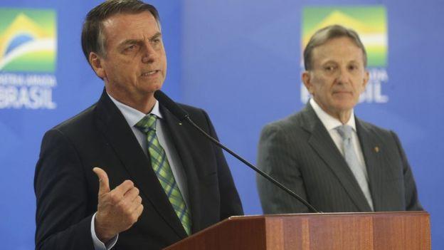 Bolsonaro anuncia novo presidente dos Correios, general Floriano Peixoto, em junho de 2019