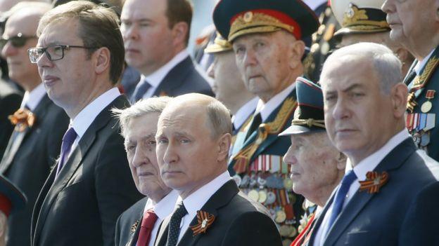بنیامین نتانیاهو در مسکو به همراه آقای پوتین مراسم رژه در میدان سرخ مسکو را تماشا کرد