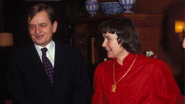 Olof Palme y su esposa Lisbet en 1982
