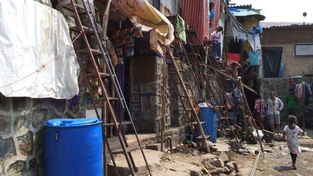 বান্দ্রায় নার্গিস দত্তের নামাঙিকত এই কলোনিতেও আছেন বহু বাঙালি মুসলিম
