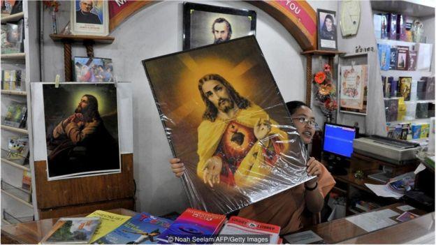 """宗教标志性图像一词来源于希腊语""""eikon"""",意为""""肖像""""、""""画像""""。"""