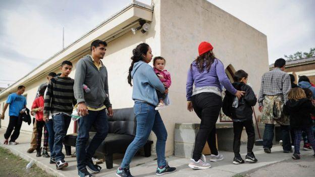 ABD sınır görevlileri geçen ay yasa dışı yollarla Meksika'dan ülkeye giren 130 binden fazla göçmeni gözaltına aldı.