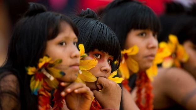 Crianças indígenas