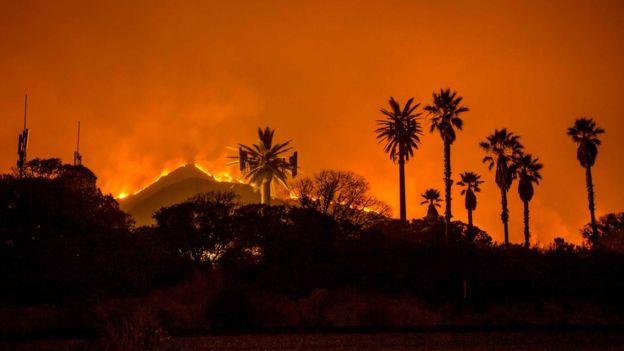 Incendio en Santa Paula, condado de Ventura