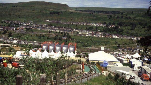 Yn 1992 cynhaliwyd yr Ŵyl Gerddi yng Nhlyn Ebwy // How many of you went to The Garden Festival that was held in Ebbw Vale in 1992?