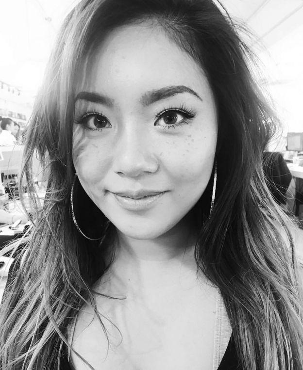 """王菊歐美範的濃妝和浮誇的動作被很多網友攻擊""""辣眼睛"""",在選秀節目中曾一路走到被淘汰的邊緣。但投票結果卻讓人大跌眼鏡。"""