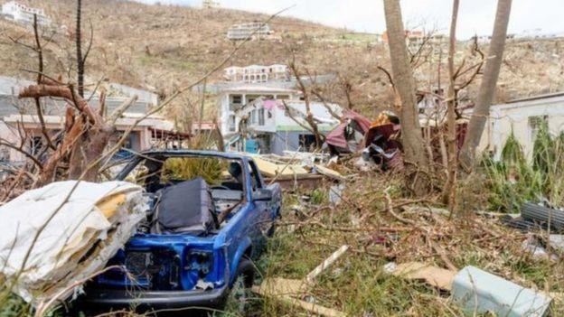 Coches y casas destrozadas en las Islas Vírgenes Británicas.