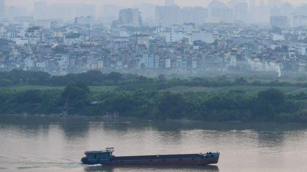 Không khí mờ đặc bao quanh Hà Nội nhiều tháng qua
